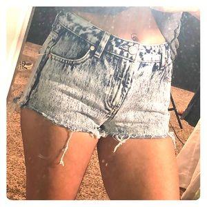 refuge Shorts - Refuge High Rise Acid wash denim shorts